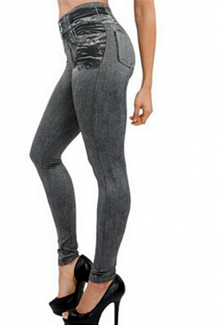 Shop Urban Outfitters for exclusive styles and brands for women's jeans. Whether you want to rock a high-waist, or go for a classic skinny jean we have it all. Receive free shipping for purchases of $50 or more on US orders.